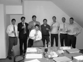/><strong>Pécs, 2007. szeptember</strong></p> <p>A Dunakanyar Holding Kft., Szentendre és térségének vezető kábeltelevízió, internet és telefon szolgáltatója megvásárolta a Drávanet Zrt.-t, Baranya megye domináns internet szolgáltatóját. A magánszemélyek által alapított Drávanet független szereplőként nyújtott szélessávú internetelérési szolgáltatást.</p> <p>A Dunakanyar Holding, a 2006-ban 380 millió Ft-os árbevételt meghaladó internetszolgáltató megvásárlásával több, mint 3000 új ügyfélre tett szert és vezető piaci szereplővé vált Délnyugat- Magyarországon is. Az értékesítésben az eladók kizárólagos pénzügyi tanácsadójaként a Magánbankár Kft. működött közre.</p> </div> </div> </div>   <span class=